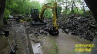 这老外太任性了开着挖掘机就给狗狗挖了一个游泳池!