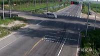 大货车把摩托车撞飞10米多远, 谁能想到是他闯了红灯!