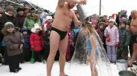 战斗民族小朋友不一般, -50℃环境下用冷水洗澡, 否则不准回家!