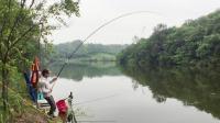 钓鱼人听到中鱼后, 杆子和线发出的声音, 心跳加速, 人都酥了