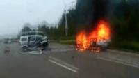 两车相撞车辆燃烧 民警爆裂声中踹车门救人