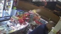 女子专偷小卖部槟榔 演技爆棚