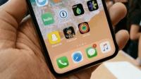 苹果首款全面屏iPhone X: 边框真的能跑马!