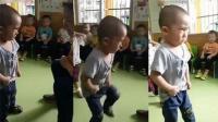 幼儿园小朋友很生气 不信老师不怕我生气的样子