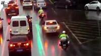 生死时速 百余辆私家车给警车让道