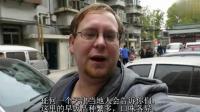 老外爱上中国美食, 准备征服早餐店的时候, 被记者拍了下来, 迷之尴尬!