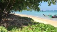 泰国普吉岛拉威海滩上, 我一个美女都看不到?