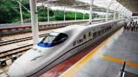 老外对待高铁就是狠还带用脚踢的, 高铁是如何对接的, 不如中国温柔