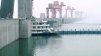 巨轮如何通过185米60层楼高的三峡大坝? 这就是中国人的智慧!