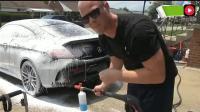 社会奇闻: 国外500元一次的洗车, 瞬间变新车, 洗完估计车主都舍不得开了