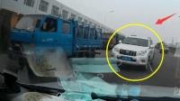 行车记录仪: 丰田霸道SUV老司机开车真霸道, 并线超车不成反变成撞车!