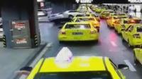 女司机操作不当 驾车骑上的士车顶