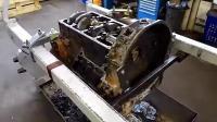 翻新一台锈迹斑斑的奔驰V8发动机, 国外友人是这样操作的