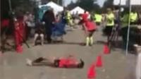 """女子跑马拉松 跌倒流血""""滚""""到终点"""