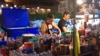 泰国曼谷夜市杂技奶茶, 感觉小哥跟印度阿三一样开挂了