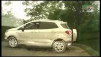 女司机果然是马路杀手, 看这位女司机倒车技能, 路人看懵了!