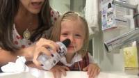 漂亮宝宝演示预防过敏性鼻炎和感冒的盐水洗鼻法, 洗的好干净!