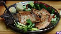 《饕餮屋》第一季  香酥可口的三文鱼沙拉拼盘