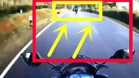 年轻人把摩托车能骑上天, 监控突然拍下让他们后悔终身的画面