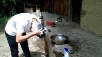 农村小伙回乡记第11集: 洗头发只用一个盆一瓢水, 农村人很节约!