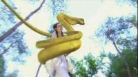 蛇妖幻化人形欺骗少女, 被识破后现出原形将其掳走