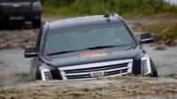 凯迪拉克越野车一脚油门扎进水坑, 来看看性能有多好