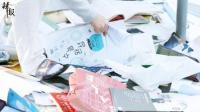 韩国地震致高考延期 考生翻垃圾堆找书