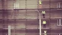 工人木板接力 6块木板传至7层只用40秒