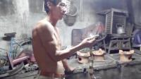 老外越南体验吃金环蛇小吃, 蛇血蛇胆蛇皮蛇心一点都没浪费!