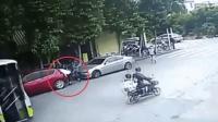 少年骑车怼上轿车 头部击穿玻璃