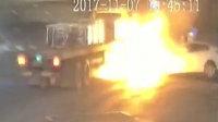 轿车超速强吻油罐车 瞬间火光冲天