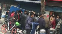 现场: 武汉街头男子铁棒砸死2人 拒捕袭警被击毙