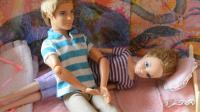 芭比娃娃发烧了 男朋友喂药贴心照顾