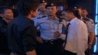 当任达华说道我香港警察有30000人的时候, 洪兴的黑老大不吭声了