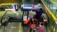 又一个孩子在逛超市时意外死亡! 超市监控还原事实真相!