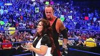 """WWE最让人讨厌的女人, 薇琪被送葬者""""墓碑钉头"""", 不省人事"""