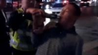 男子酒驾被查秒变戏精 上演花式吹气