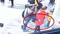男子偷手机被发现, 竟栽赃给外卖小哥, 监控拍下他不耻一幕
