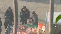 城管开执法车买肉未付钱 官方:已停职查办