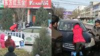 疑感情纠纷 女子拦车被顶车头拖行