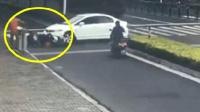 车祸: 电动车发现了女司机, 太晚了, 已经躲不开