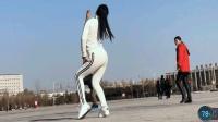 妹妹去广场跳舞一不小心成网红了《一晃就老了》青青世界广场舞