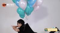 多少个氢气球能让人飞上天? 一群人无聊地试验了一下