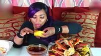 非洲大姐吃海鲜大餐配辣椒油, 真是重口味