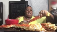 非洲大妈吃帝王蟹, 这吃相实在是没办法看