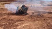 卡车泥地陷车不能自拔, 这救援方式也太霸气了!