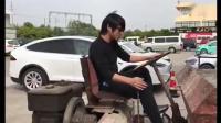 来自中国最优秀的职业赛车手韩寒, 亲自示范极速狂飙的技术哈哈哈