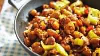 干锅肥肠的家常做法 香辣过瘾爽口下饭 几分钟轻松学会