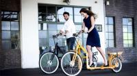 这辆自行车没有脚蹬和车座, 想前进只能靠跑步!