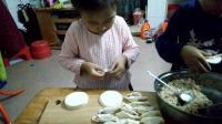 花式怎么包饺子教程视频 可爱萌宝宝学习包饺子 芹菜肉馅饺子